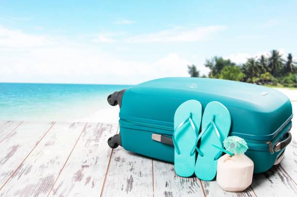 sommer-konzept - salzwasser sandalen stock-fotos und bilder