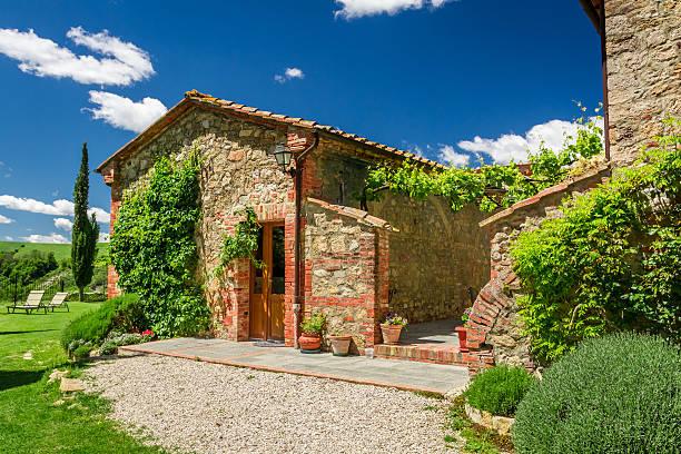 sommer cottage agriturismo in der toskana, italien - ferienhaus toskana stock-fotos und bilder