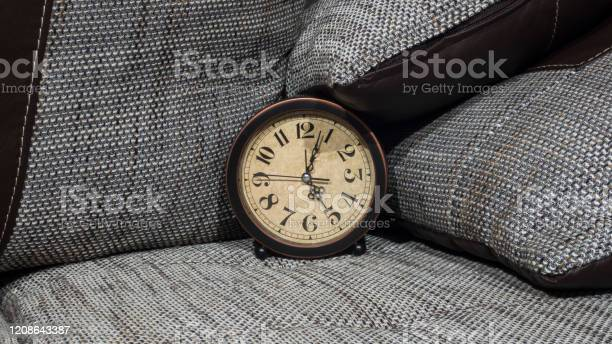 Summer daylight saving time concept retro styled clock with pillows picture id1208643387?b=1&k=6&m=1208643387&s=612x612&h=ohquxhv gflaprynng5rzv6gl0 dlydtmymilhlgo5y=
