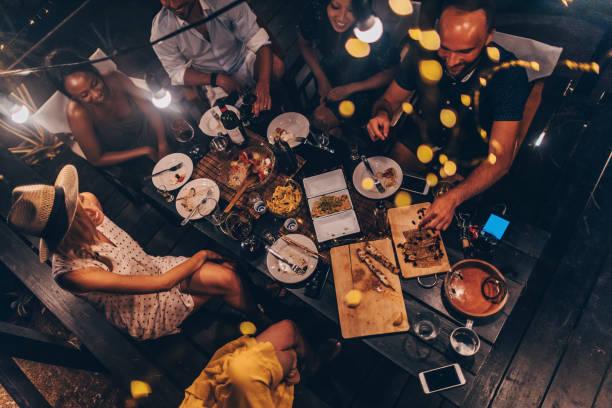 sommer-dinner-party - griechische partyspeisen stock-fotos und bilder