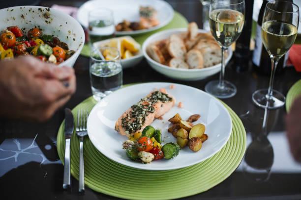 summer dinner - mediterranean food imagens e fotografias de stock