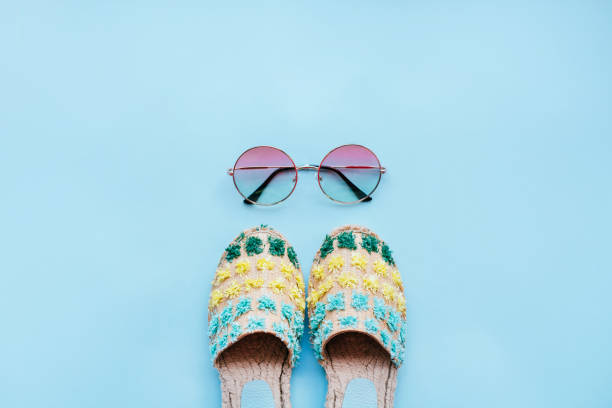 sommer mode flatay - salzwasser sandalen stock-fotos und bilder