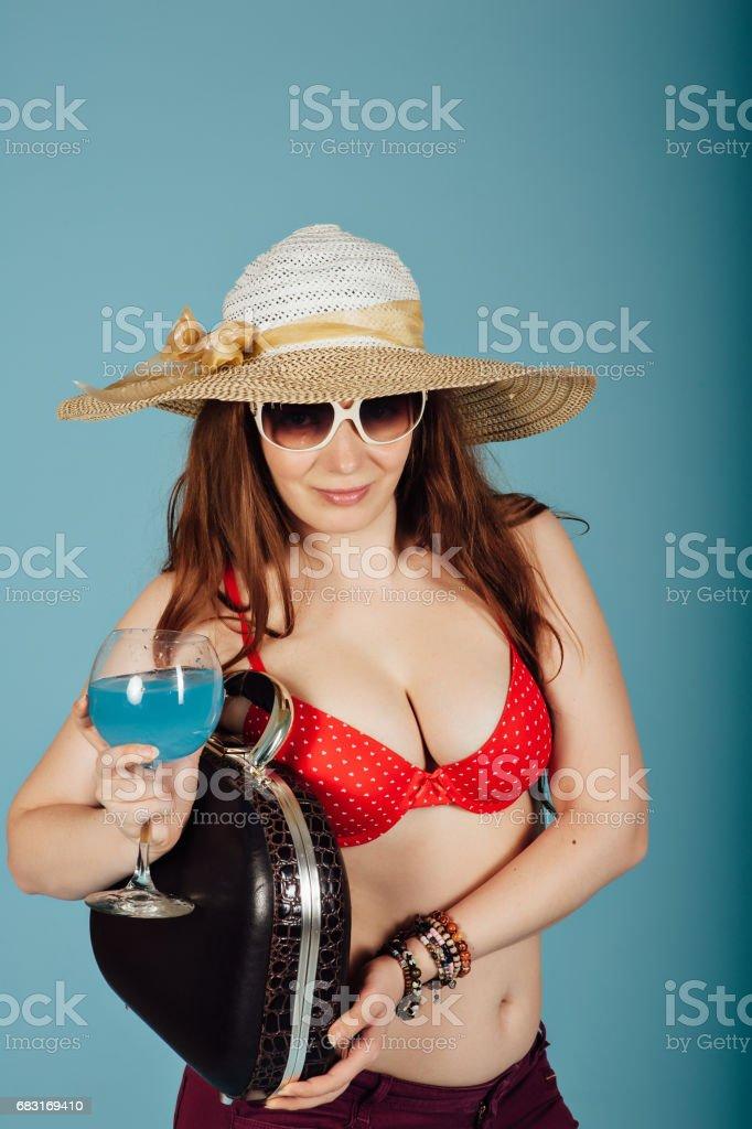 夏季時尚女孩戴著帽子 免版稅 stock photo