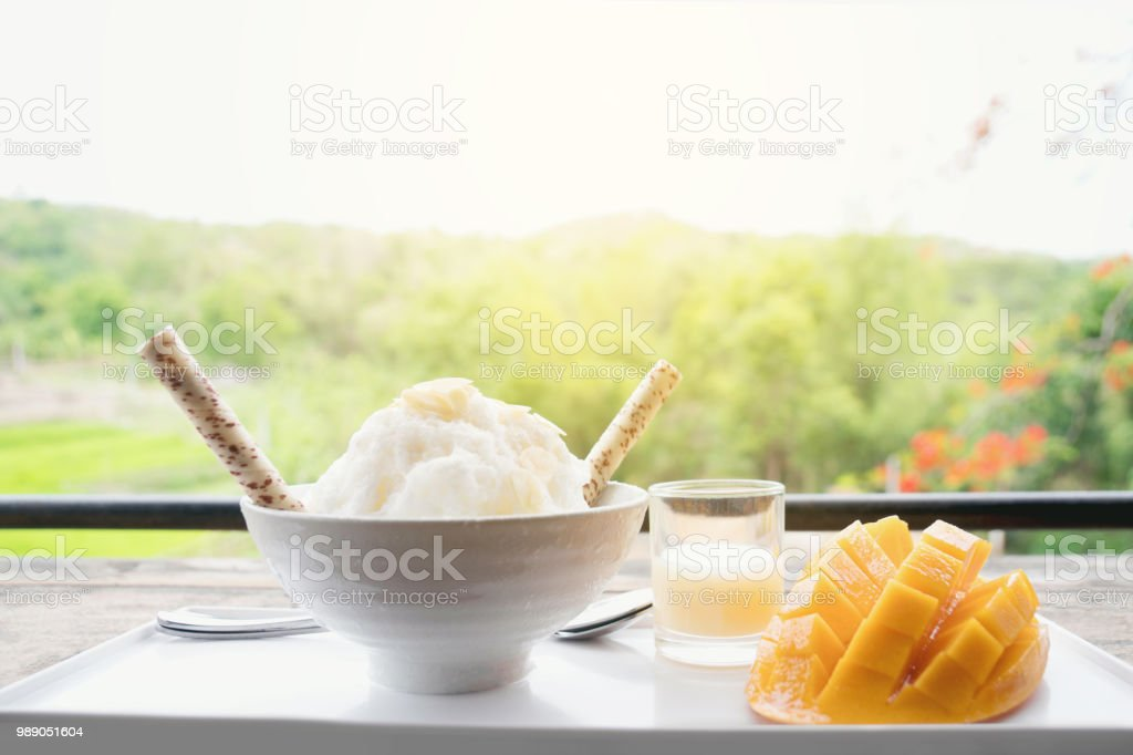 여름 과일 아이스 스무디 달콤한 Bingsu 건강 한 카페 개념 스톡 사진