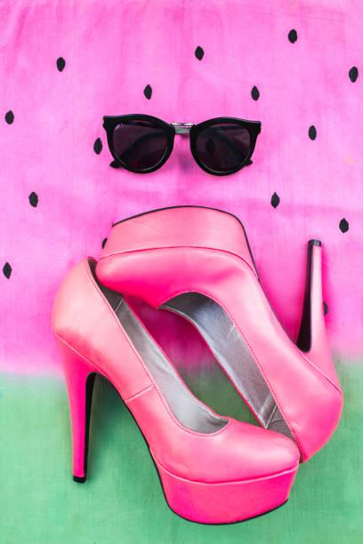 sommer high heels und sonnenbrillen - modedetails stock-fotos und bilder