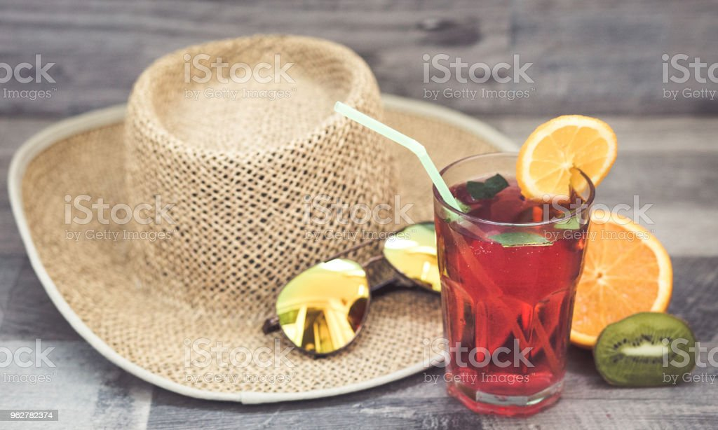 Summer holiday cocktail glass - Foto stock royalty-free di Acqua