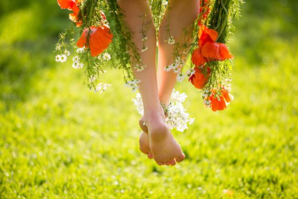 sommer-beinen - hippie kleider stock-fotos und bilder