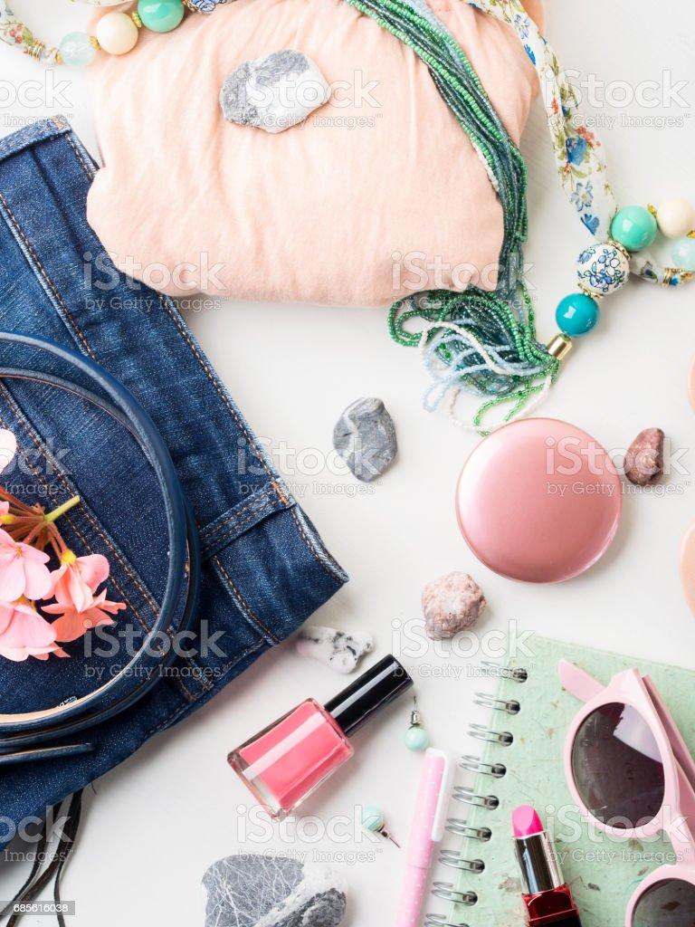 夏天的生活方式的女人衣服平躺 免版稅 stock photo