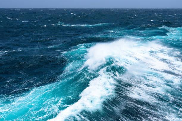summer monsoon in indian ocean - oceano pacifico foto e immagini stock