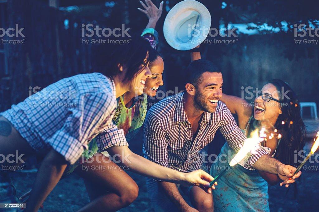 Sommer-Unterhaltung am Abend – Foto