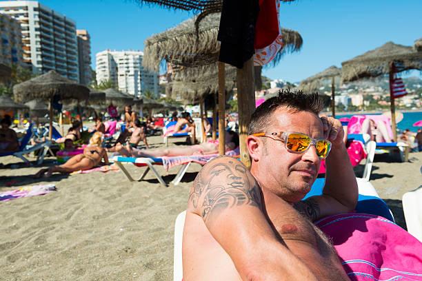 sommer auf einer spanischen beach - buddhist tattoos stock-fotos und bilder