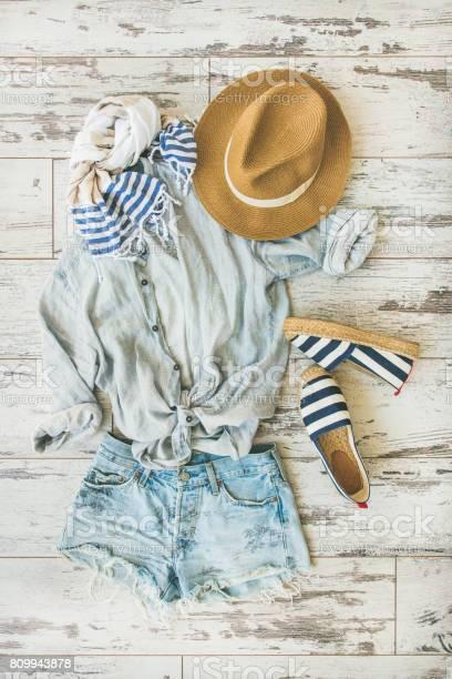 Summer outfit flatlay parquet background top view picture id809943878?b=1&k=6&m=809943878&s=612x612&h=f 2 1rbf7j1aqyqsthv83myyumvk3wcoxcz2smcqbq4=
