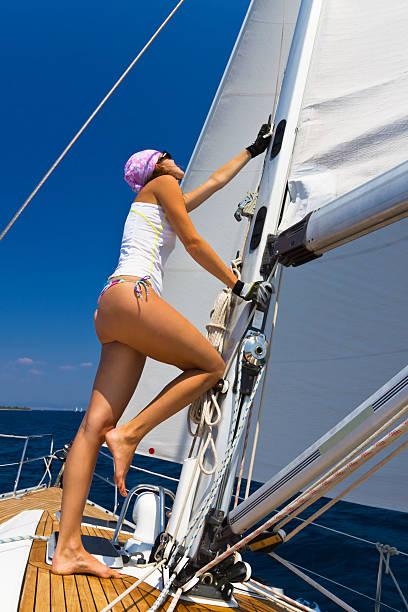 segeltörns im sommer. - segelhandschuhe stock-fotos und bilder