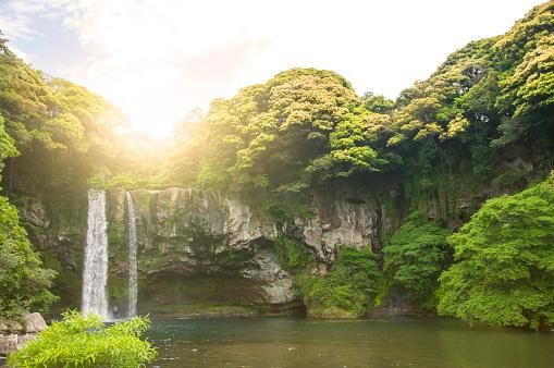 夏季の Cheonjiyeon 滝も済州島の南コルナ - 2015年のストックフォトや画像を多数ご用意