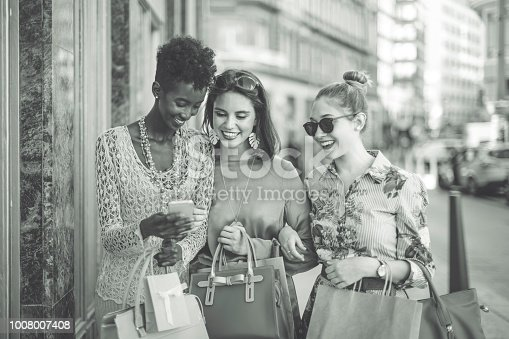 624206636 istock photo Summer shopping 1008007408