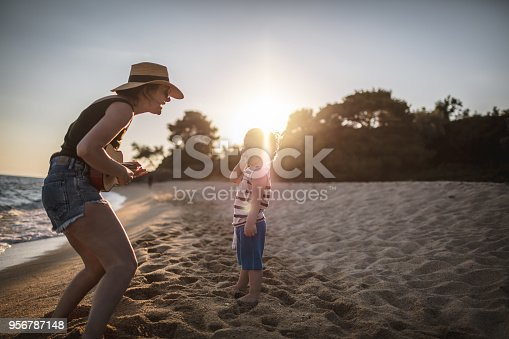istock Summer song for my little one 956787148