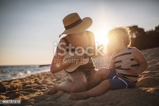 istock Summer song for my little one 956787616