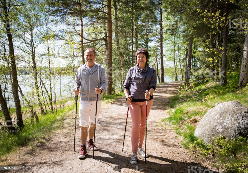 Zomersport in Finland - nordic walking-​​​ foto