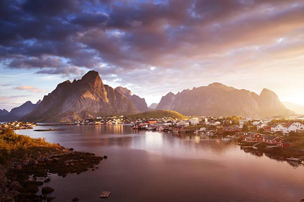 summer sunrise, Reine Village, Lofoten Islands, Norway - foto de acervo