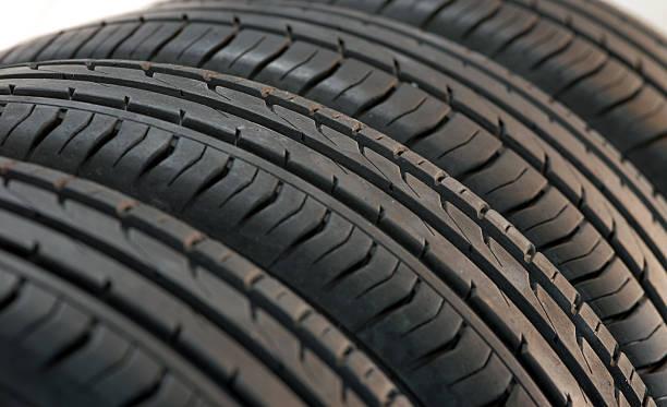 pneus d'été fragmentent - rame pièce détachée photos et images de collection