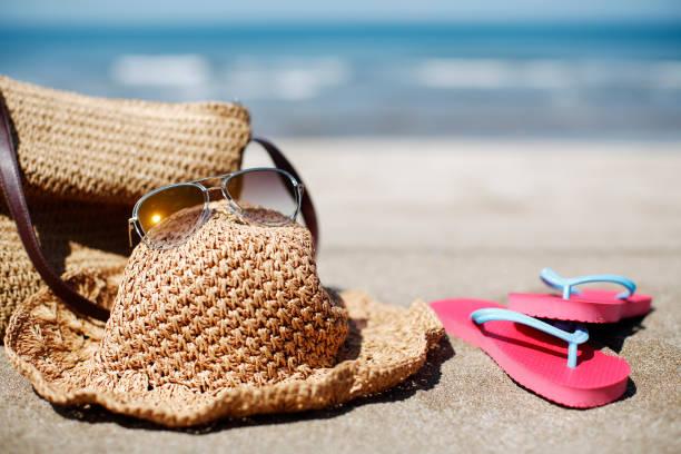 sommer vacation - flitterwochen flip flops stock-fotos und bilder