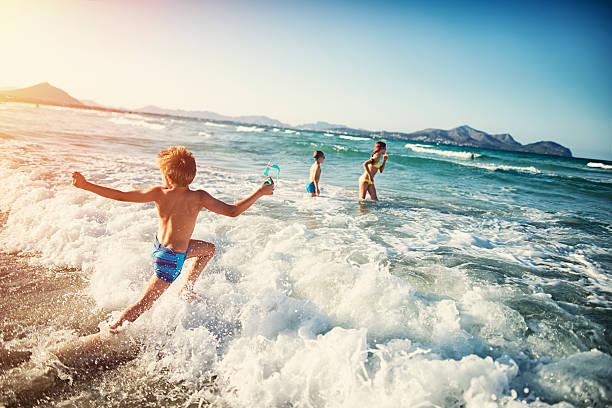 Summer vacations - kids playing at sea - foto stock