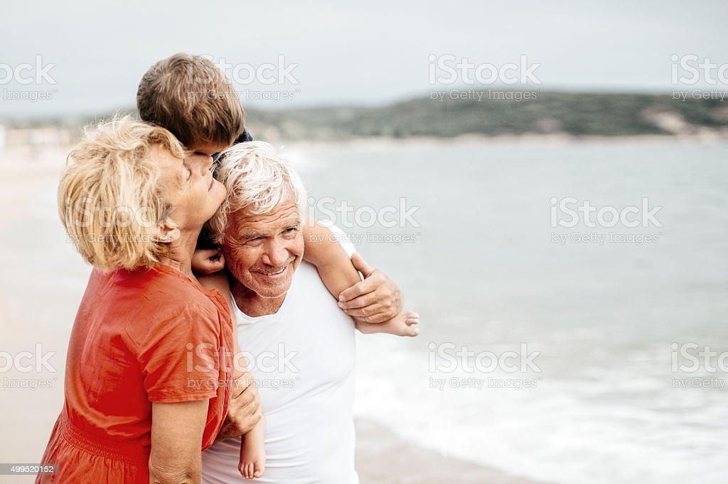 Verano con mis abuelos - foto de stock