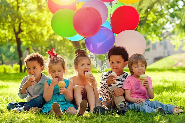 sommer-zeit - eis ballons stock-fotos und bilder