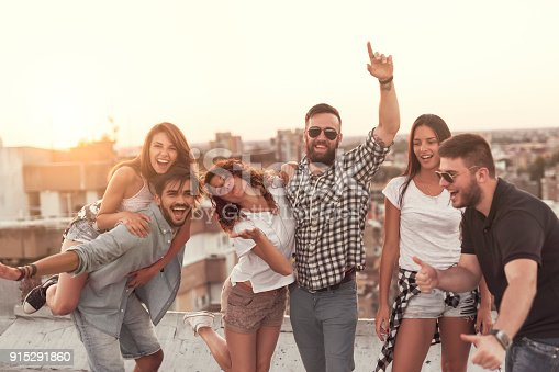 istock Summertime rooftop party 915291860