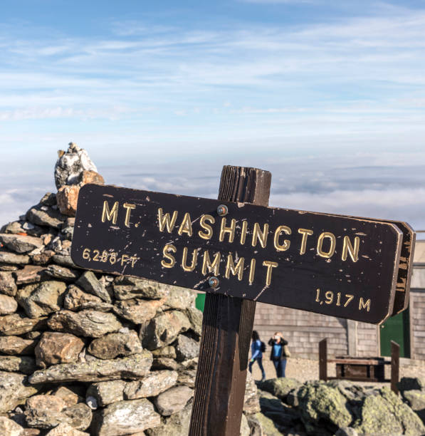 summit of Mount Washington in New Hampshire summit of Mount Washington in New Hampshire in afternoon light mount washington new hampshire stock pictures, royalty-free photos & images