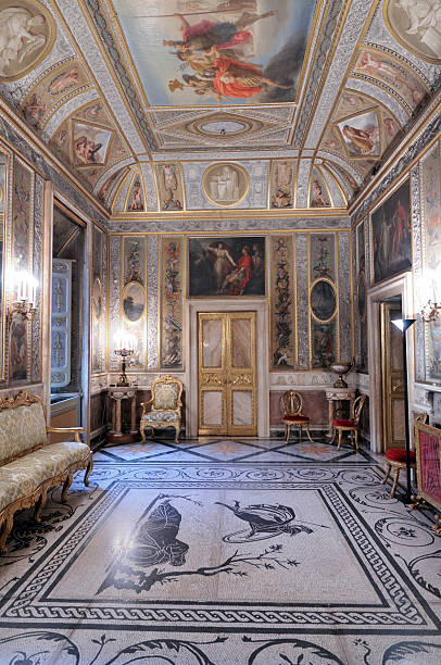 üppige barock-innengestaltung - malerei türen stock-fotos und bilder