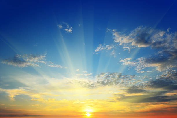 sun above the horizon sun rays illuminate the sky above the horizon sunrise stock pictures, royalty-free photos & images