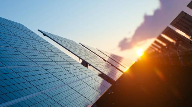 Sonne über den Solarpark – Foto