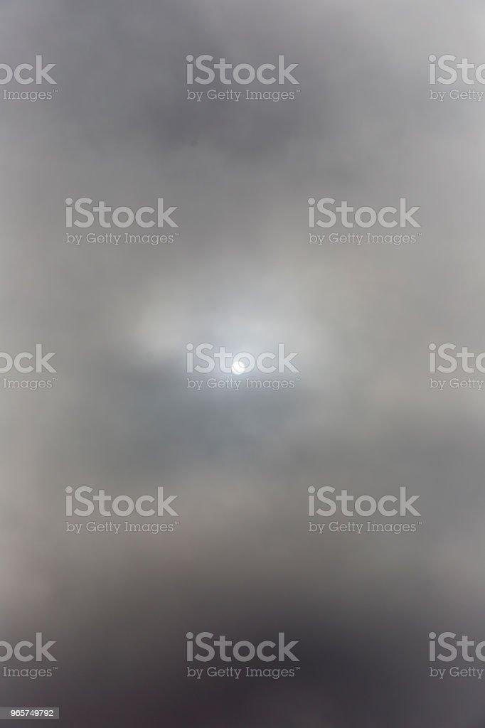 Zon achter de wolken - Royalty-free Aan de kant van Stockfoto