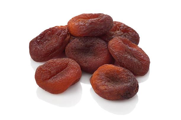 Abricots séchée sur le blanc background.Natural fruits frais. - Photo
