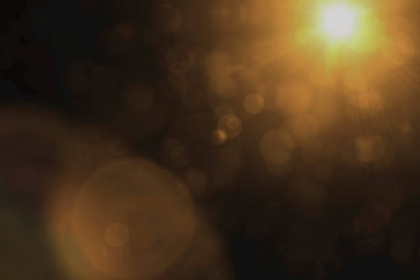 sun flare effect overlay sun light on black background - flare foto e immagini stock