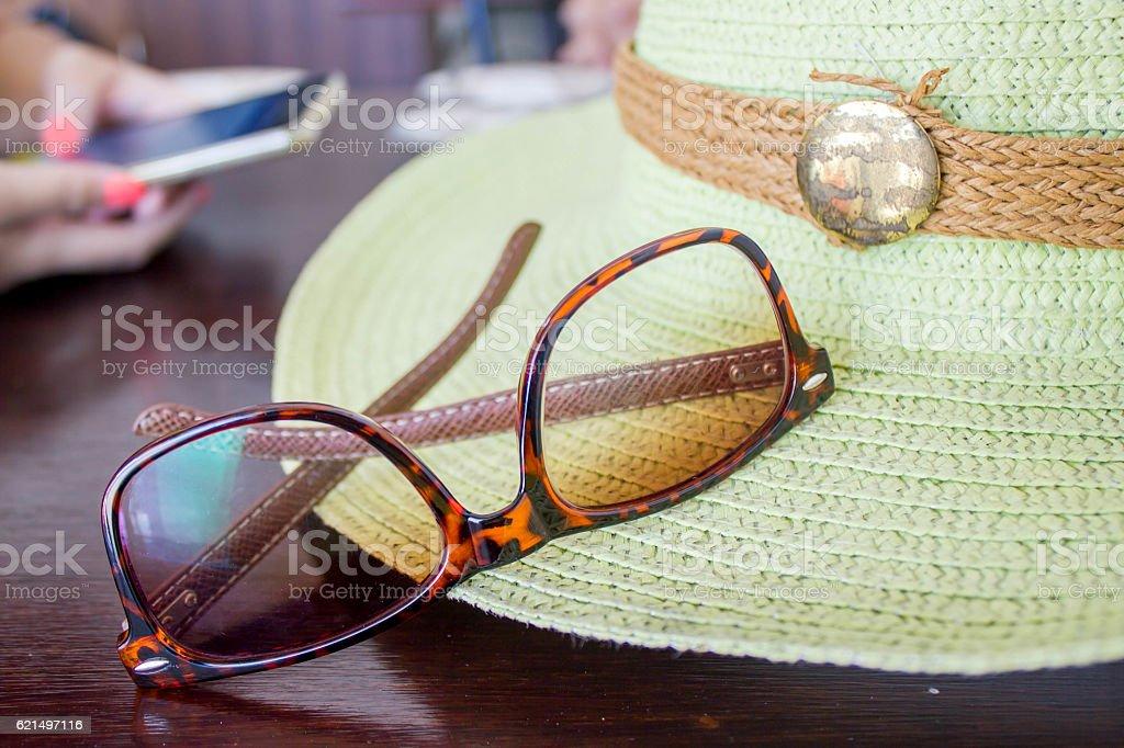 sun glasses and green hat photo libre de droits