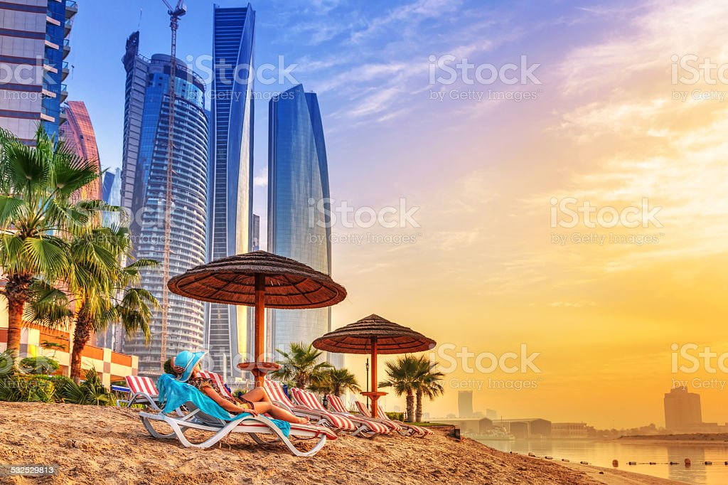 Sun holidays on the beach of Persian Gulf​​​ foto