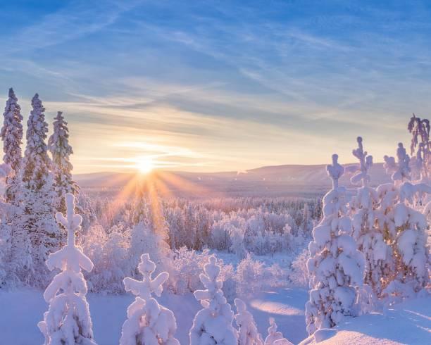 sun in horizon - szwecja zdjęcia i obrazy z banku zdjęć
