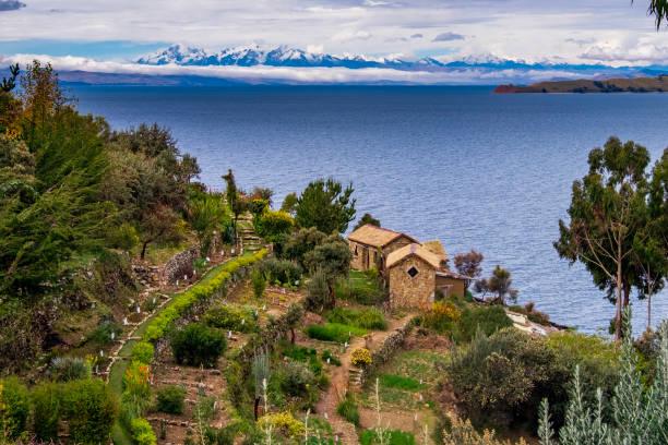 サンアイランドレイクティチカカ - チチカカ湖 ストックフォトと画像