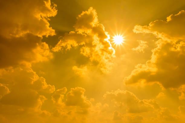 Sonnenlicht auf dramatische Stimmungsvoller Himmel mit der cloud – Foto