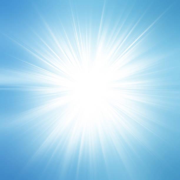 soleil sur ciel bleu avec verres de classe - cercle concentrique photos et images de collection