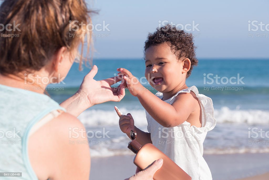 Sun protection for healthy skin. - foto de stock