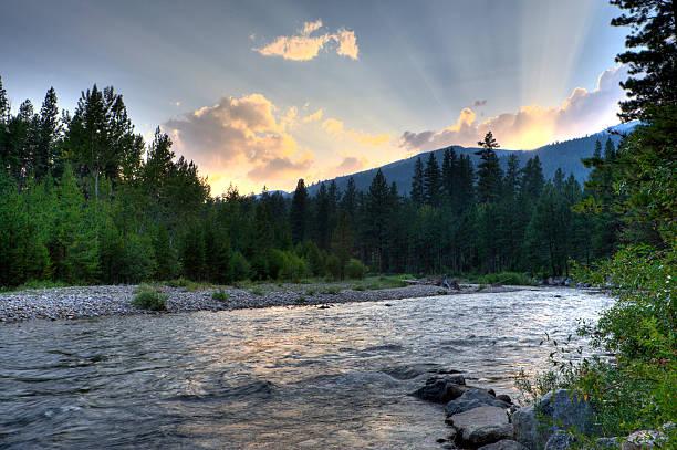 Les rayons du soleil sur la rivière - Photo