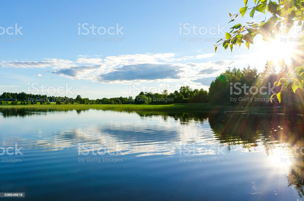 Sun reflected in the lake. - foto de stock