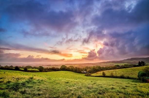 nascer do sol - cena rural - fotografias e filmes do acervo