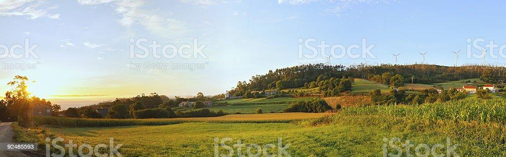 Sonne erhebt sich über einem Land-Szene Lizenzfreies stock-foto