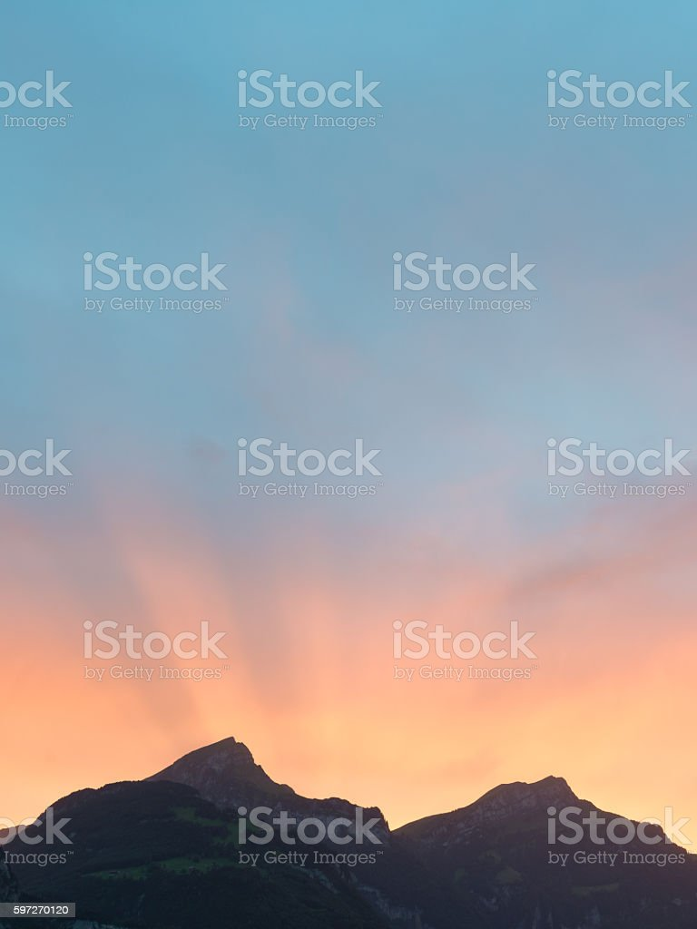 Sun set behind the mountain peaks in Switzerland. Lizenzfreies stock-foto