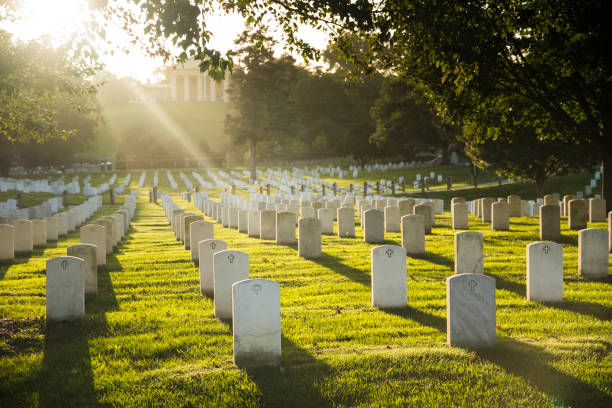 sun sets over arlington cemetery - arlington national cemetery stock pictures, royalty-free photos & images
