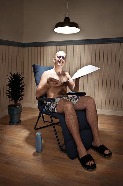sunbather nel solarium - abbronzarsi foto e immagini stock